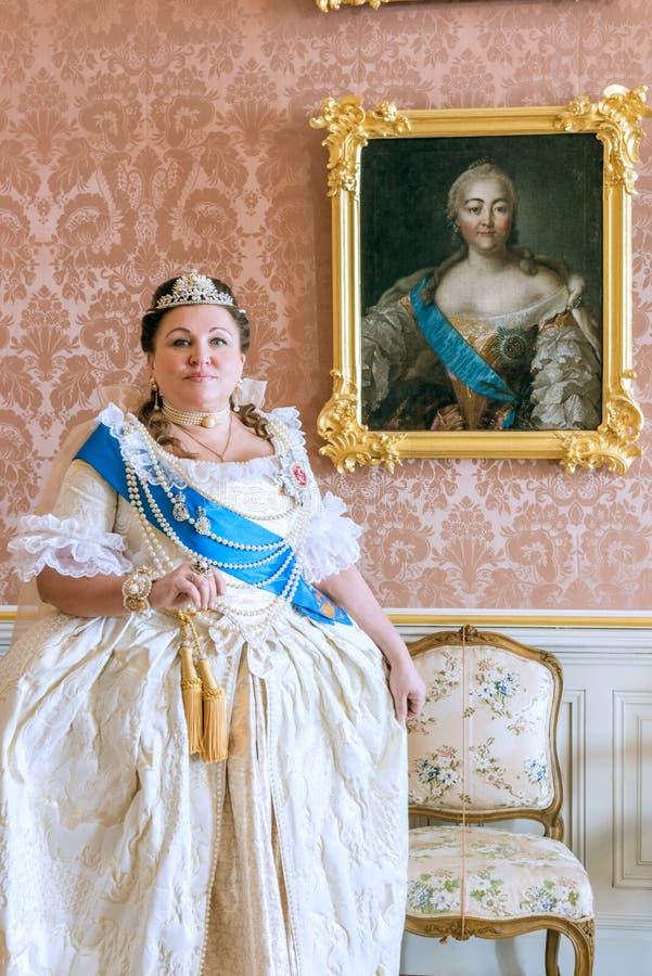 Cosplay histórico mulher no similitude de Catherine The Great, imperatriz de Rússia fotos de stock