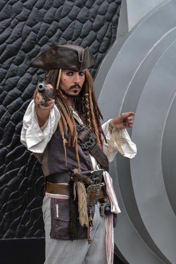 Cosplay piraten van de Caraïbische Kapitein Jack Sparrow (Johnny Depp), royalty-vrije stock afbeelding