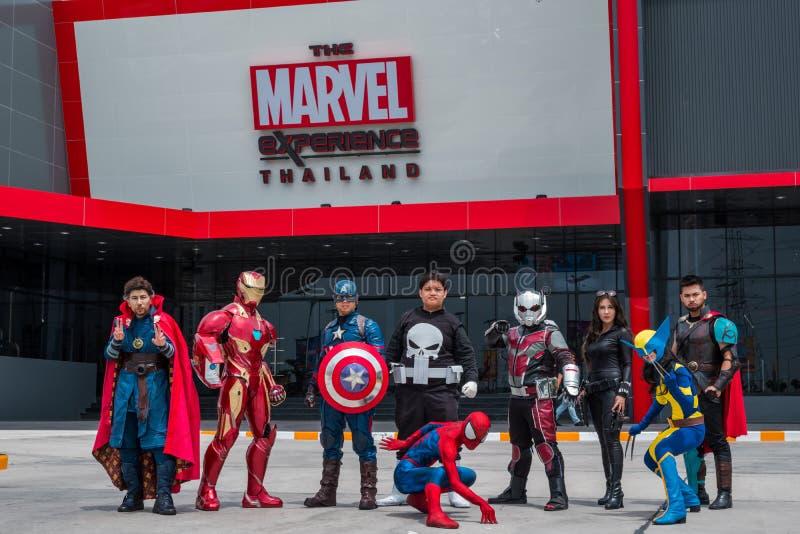 Cosplayer小组是在奇迹经验泰国前面的行动在Megabangna,萨穆特Prakan,泰国 库存图片