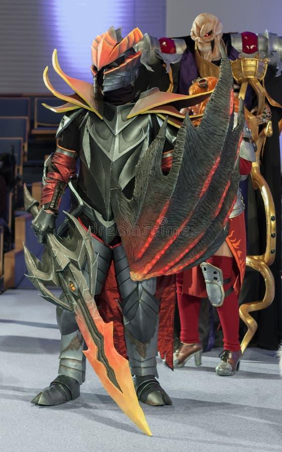 Cosplayer se vistió como el carácter Dragon Knight imágenes de archivo libres de regalías