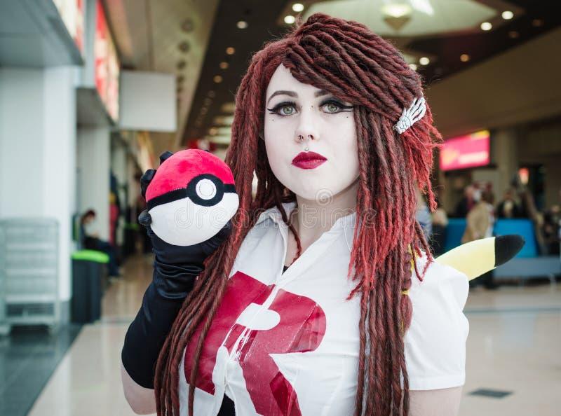 Cosplayer se vistió como Jessie de Pokemon imágenes de archivo libres de regalías