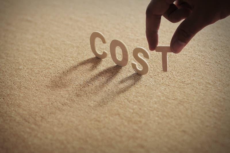 COST houten woord op samengeperste raad stock foto's