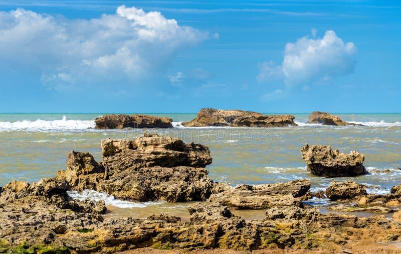 Costa atlântica em Essaouira, Marrocos fotografia de stock