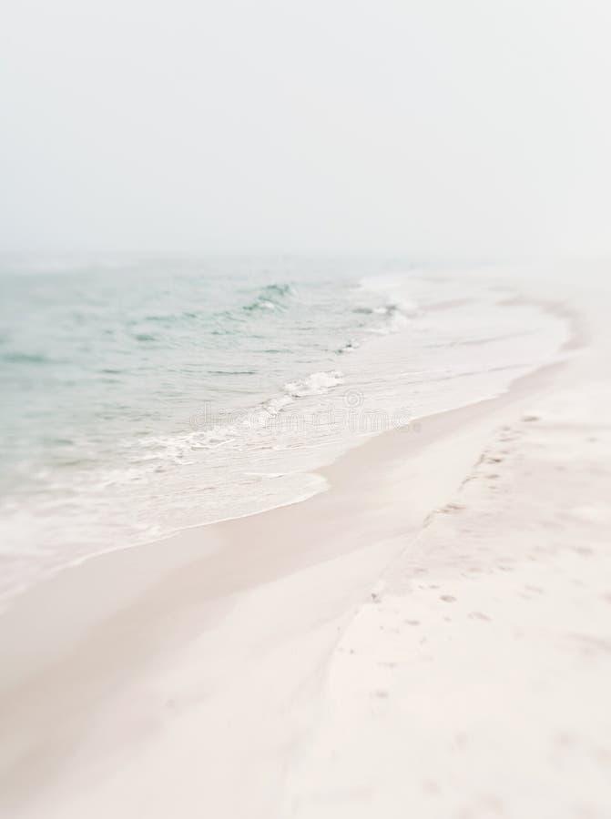 Costa brumosa suave fotografía de archivo