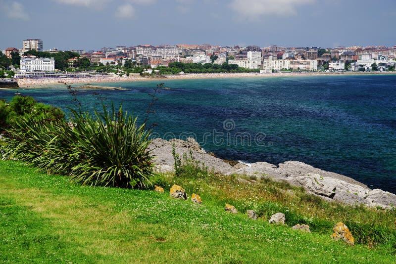 Costa cant?brica em Santander, o Golfo da Biscaia, Oceano Atl?ntico, Espanha foto de stock
