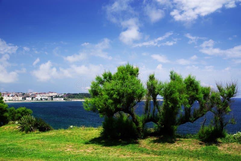 Costa cant?brica em Santander, o Golfo da Biscaia, Oceano Atl?ntico, Espanha fotografia de stock royalty free