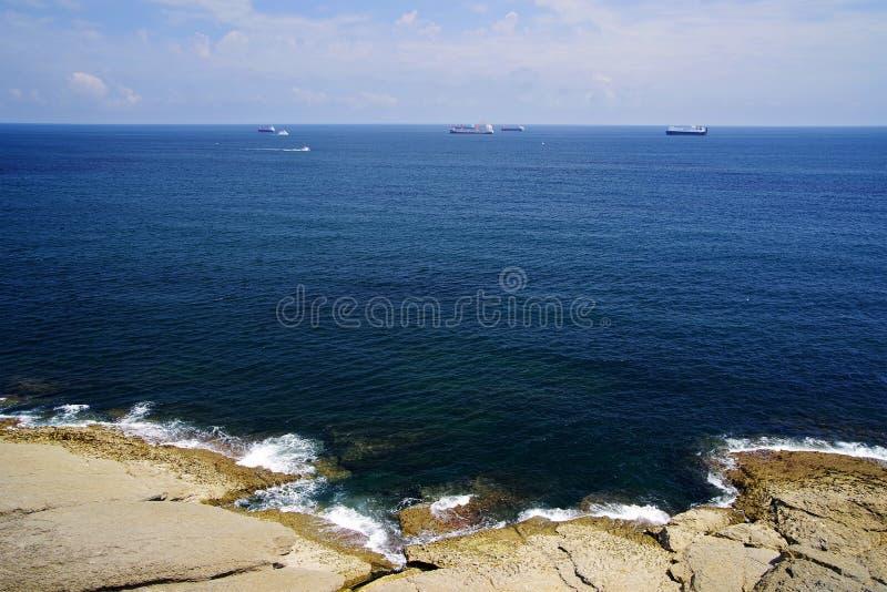 Costa cant?brica em Santander, o Golfo da Biscaia, Oceano Atl?ntico, Espanha fotos de stock