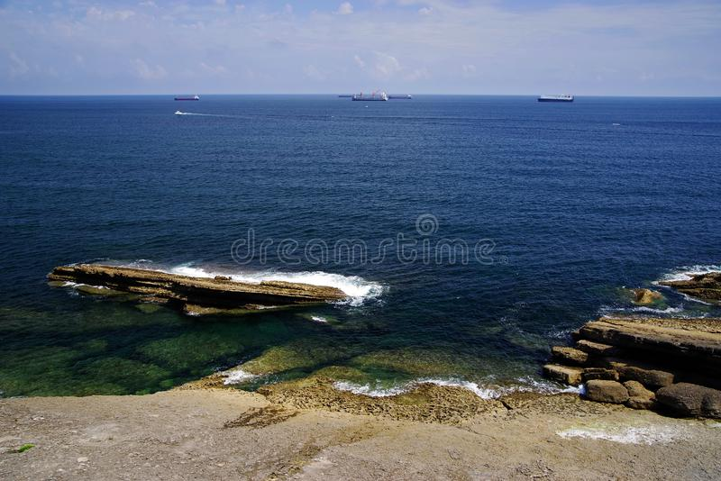 Costa cant?brica em Santander, o Golfo da Biscaia, Oceano Atl?ntico, Espanha imagens de stock