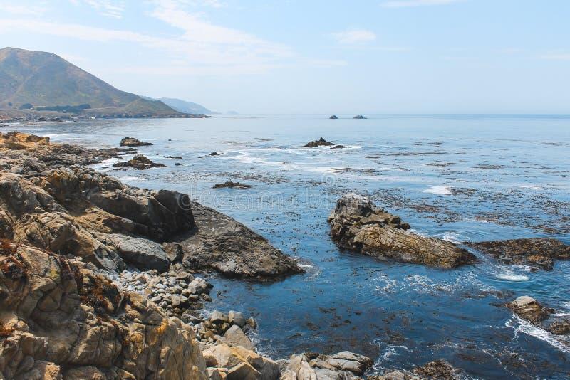 Costa costa cerca de Monterey California, los E.E.U.U. fotos de archivo