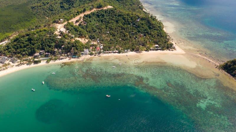 Costa con la laguna y las islas Naturaleza y acuerdos de las Filipinas imágenes de archivo libres de regalías