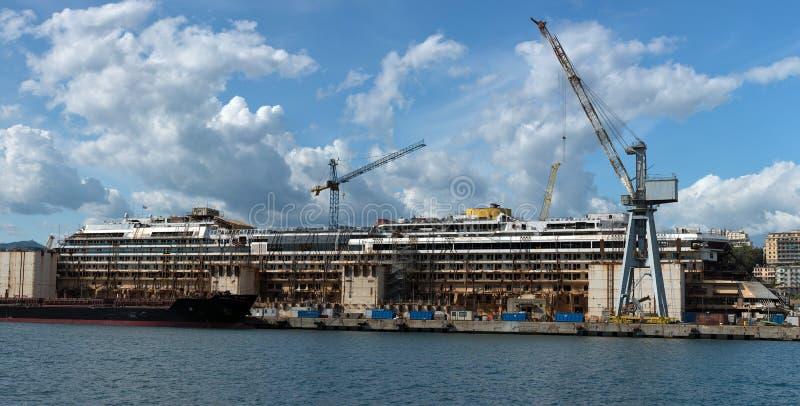 Costa Concordia haveri i Genoa Harbor arkivbild