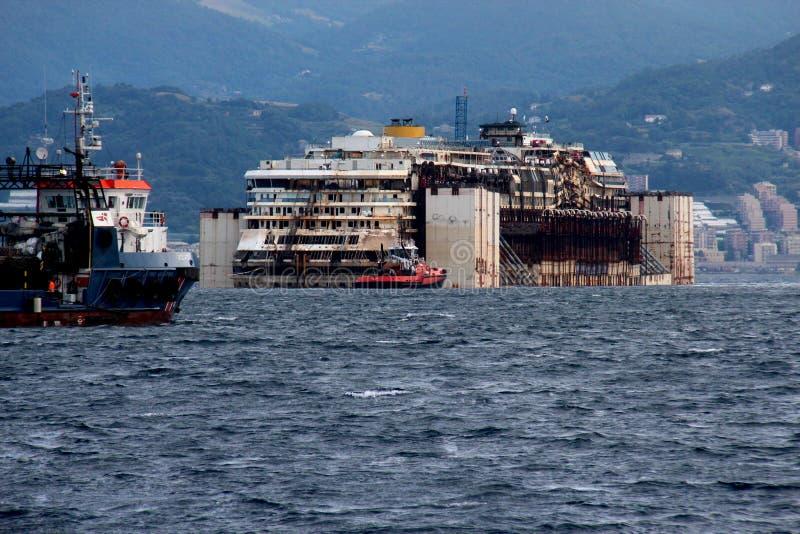 Costa Concordia, havsresa och ankomst på porten av Genoa Voltri royaltyfri fotografi