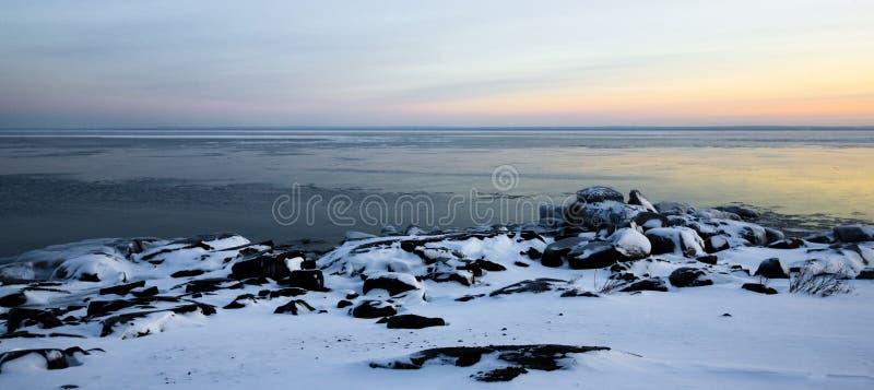 Costa congelada crepúsculo foto de stock