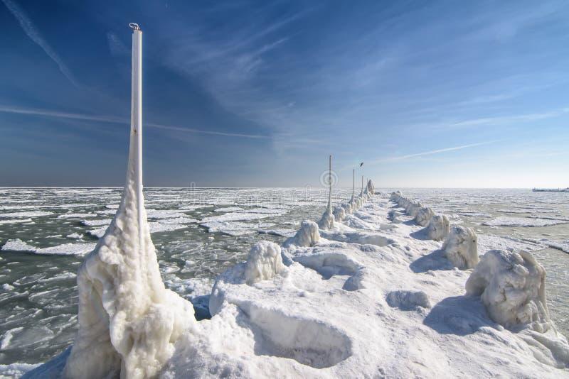 Costa congelada del océano del hielo - invierno polar imagen de archivo libre de regalías