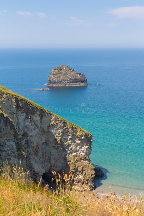 Costa Cornualha de Trebarwith da rocha da gaivota perto de Tintagel foto de stock