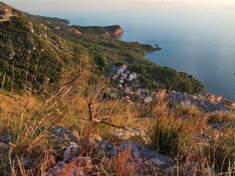Costa Costa De Montenegro En La Puesta Del Sol Fotografía de archivo