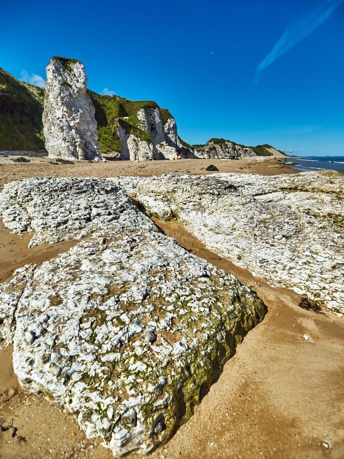 Costa costa en Irlanda del Norte fotografía de archivo