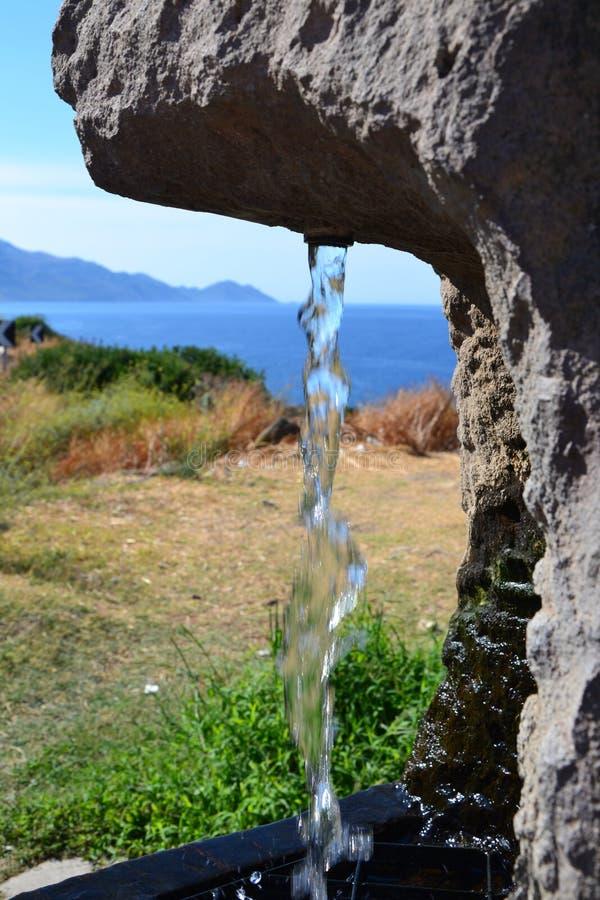 Costa costa escénica con una primavera foto de archivo