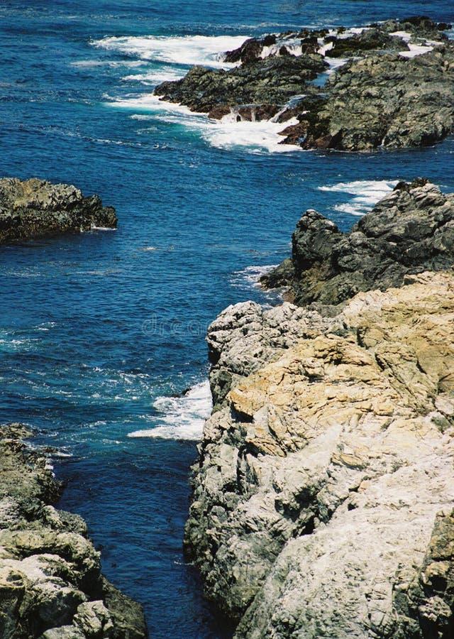 Costa costa rocosa rugosa estupenda del océano de Big Sur California imagen de archivo