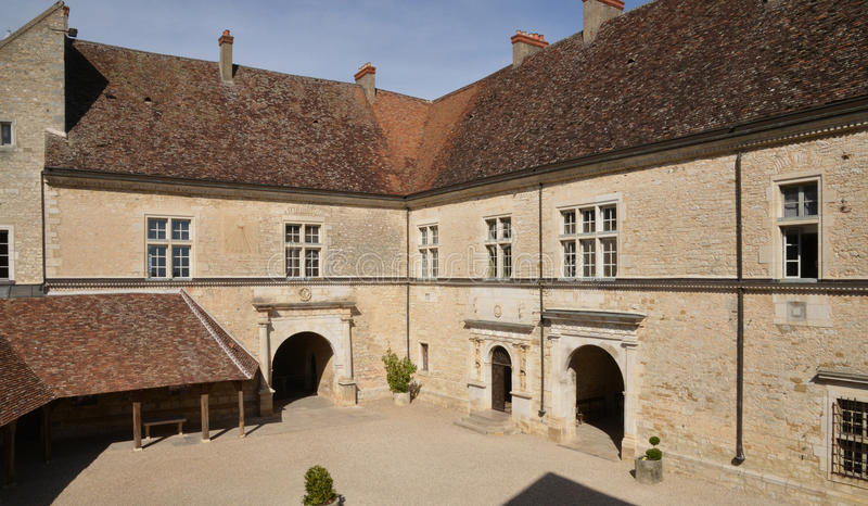 Costa d ou, o castelo pitoresco de Le Clos de Vougeot em Bourg imagem de stock