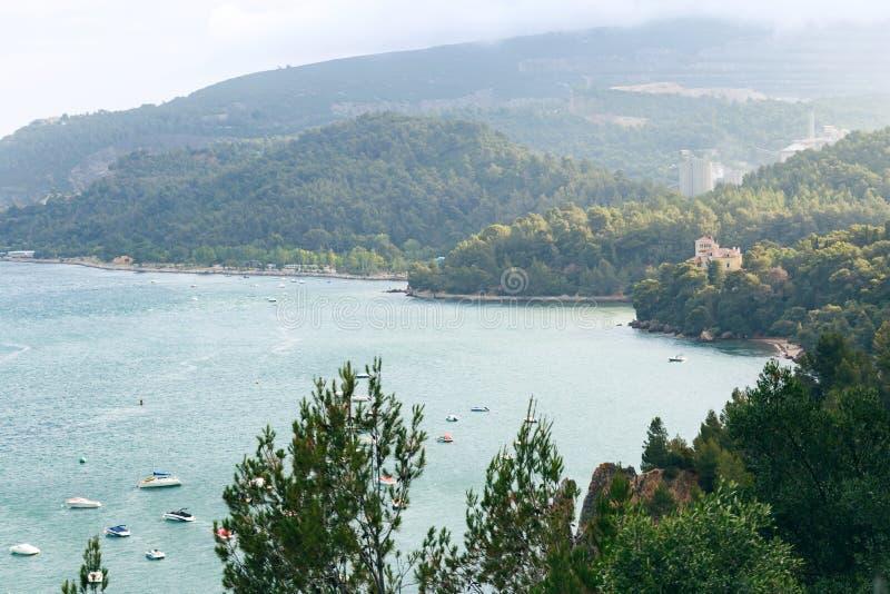 Costa da cidade e de mar de Setubal imagens de stock