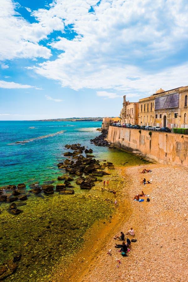 Costa da ilha de Ortigia na cidade de Siracusa fotos de stock