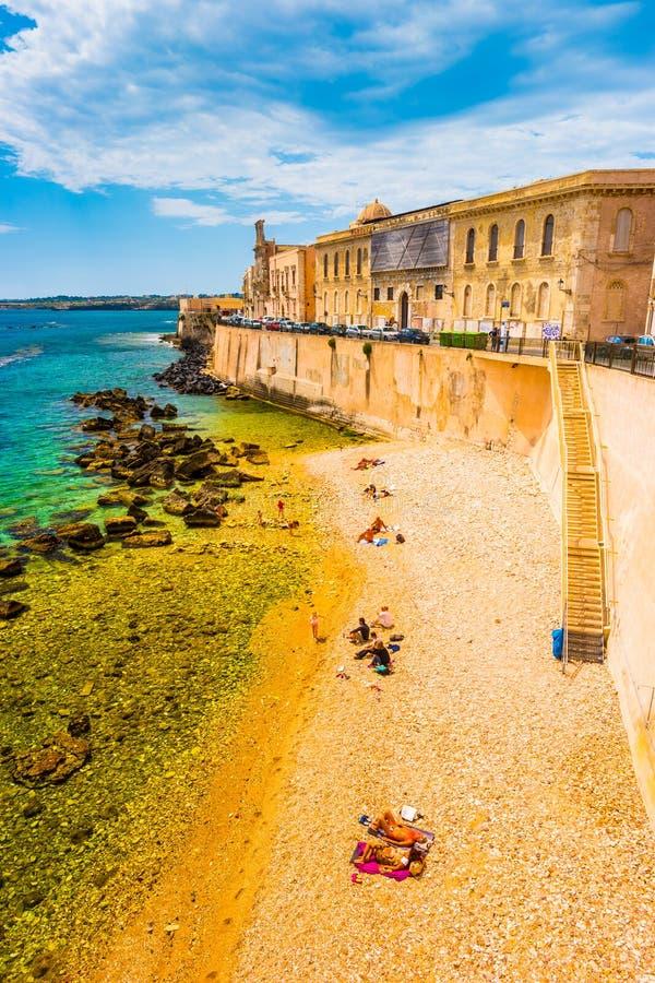 Costa da ilha de Ortigia na cidade de Siracusa fotos de stock royalty free