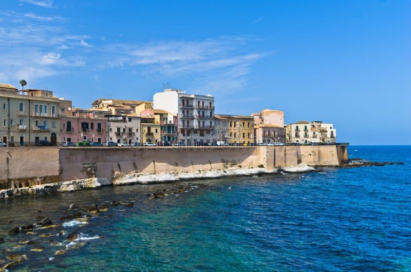 Download Costa Da Ilha De Ortigia Na Cidade De Siracusa, Sicília Foto de Stock - Imagem: 55103968