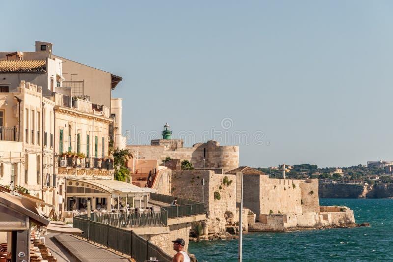 Costa da ilha de Ortigia na cidade de Siracusa, Sicília, Itália imagens de stock royalty free