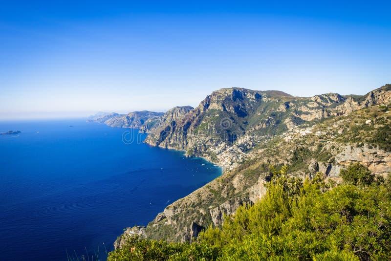 Costa de Amalfi com o golfo bonito de Salerno, Campania, Itália fotos de stock royalty free