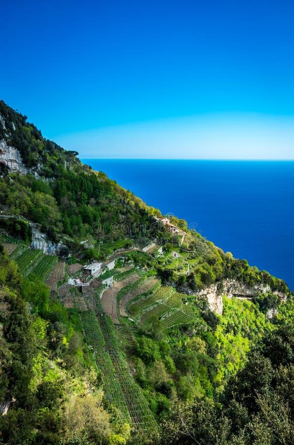 Costa de Amalfi vista da experimentação trekking o trajeto dos deuses fotos de stock royalty free