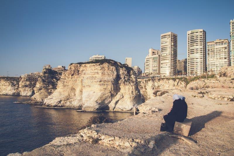 Costa de Beirut Líbano y altos edificios foto de archivo