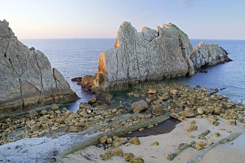 A costa de Cant?bria, Espanha fotos de stock royalty free
