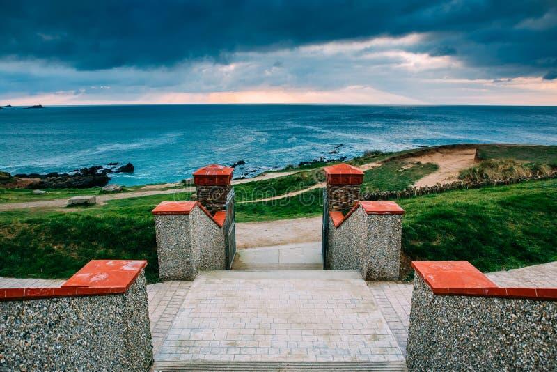 Costa costa de Cornualles hermosa en Newquay, Reino Unido foto de archivo