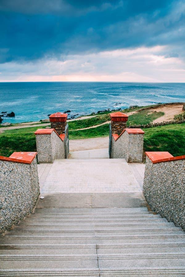 Costa costa de Cornualles hermosa en Newquay, Reino Unido fotografía de archivo libre de regalías