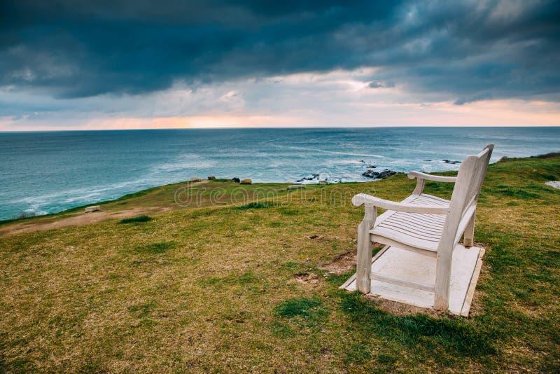Costa costa de Cornualles hermosa en Newquay, Reino Unido imagen de archivo