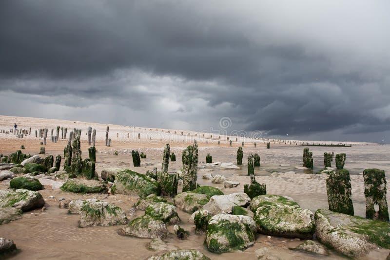 Costa de la tormenta de la playa de la playa imagen de archivo