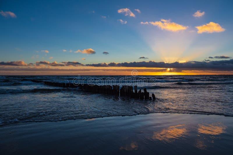 Costa de mar Báltico na ilha Moen em Dinamarca imagens de stock
