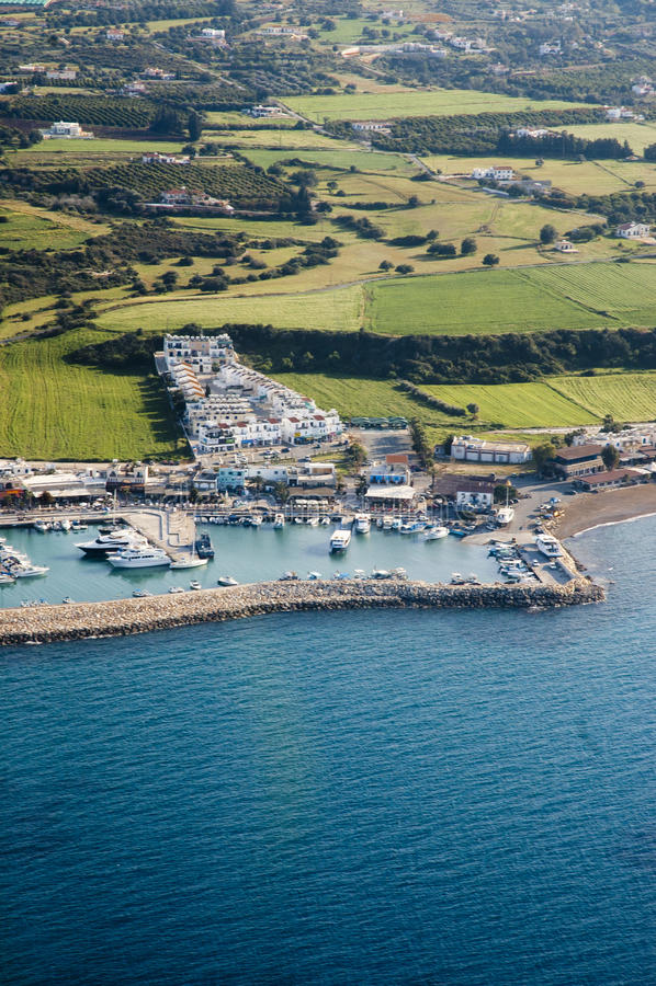Costa de mar bonita em Chipre fotos de stock royalty free