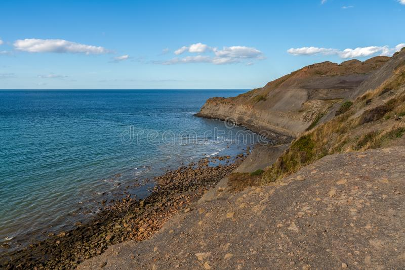 Costa de Mar do Norte em Kettleness, Inglaterra, Reino Unido fotografia de stock royalty free