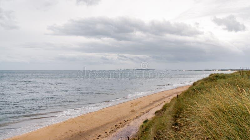 Costa de Mar do Norte em Northumberland, Inglaterra, Reino Unido fotografia de stock royalty free