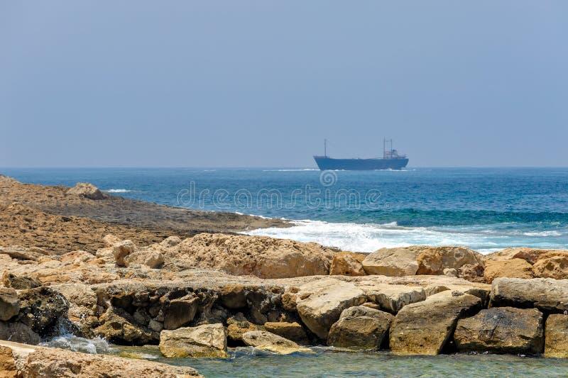 Download Costa De Mar E Navios De Carga Imagem de Stock - Imagem de negócio, porta: 29841231