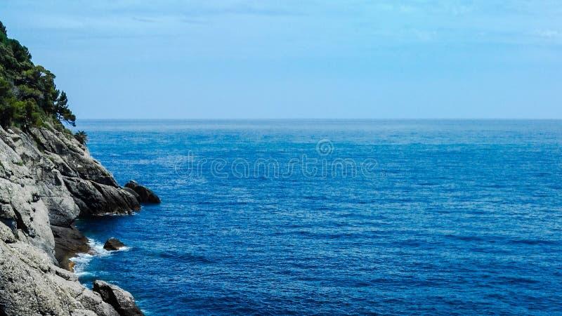 Costa de mar hermosa fotografía de archivo libre de regalías
