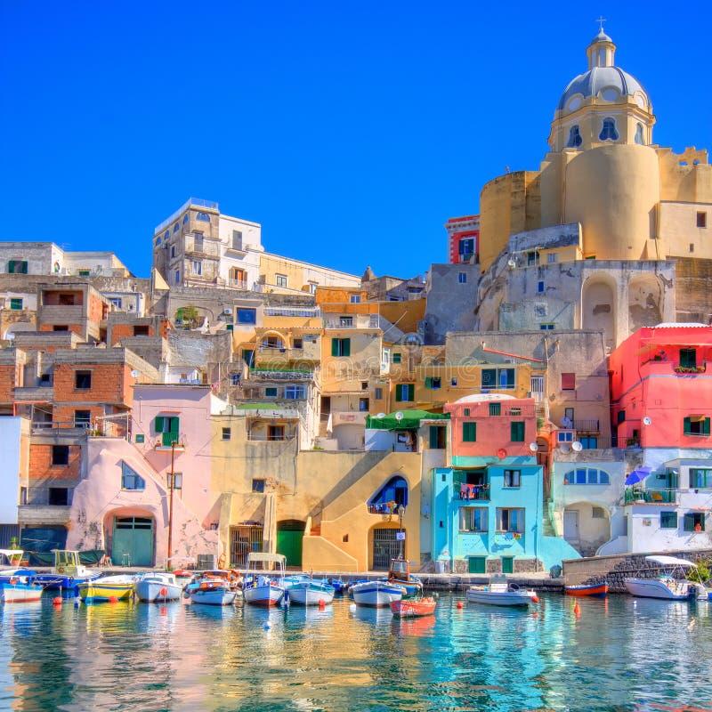 Costa de mar italiana, procida, Nápoles imagen de archivo libre de regalías