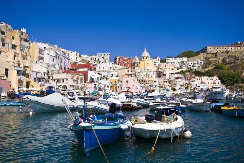 Costa de mar italiana, procida, Nápoles fotos de stock royalty free