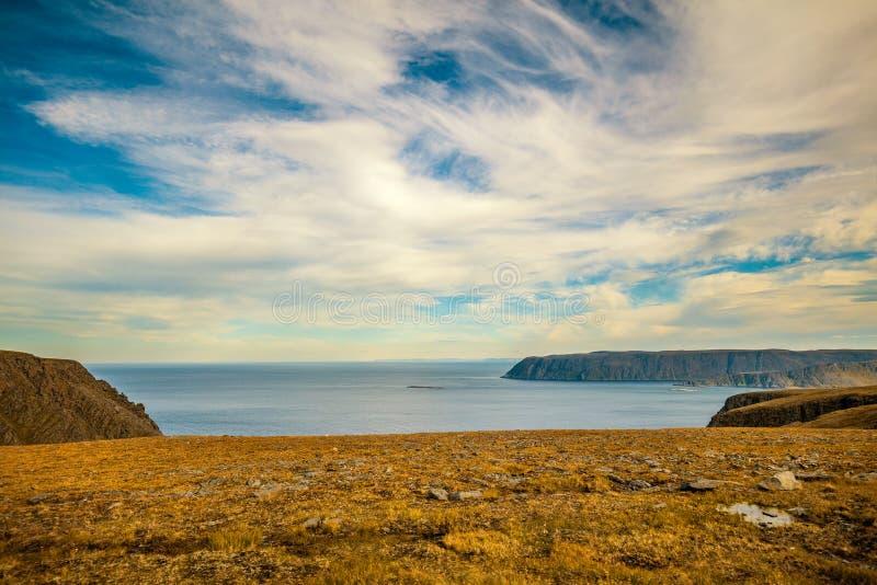 Costa de mar rocosa Nordkapp, Noruega fotografía de archivo libre de regalías