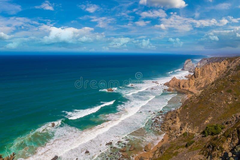 Costa de Oceano Atlântico em Portugal imagens de stock