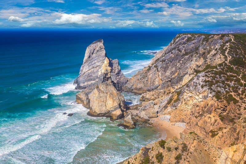Costa de Oceano Atlântico em Portugal fotografia de stock