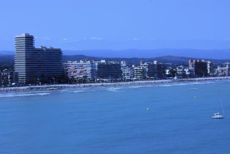 A costa de Peñiscola, em Costa Azahar, Espanha fotografia de stock royalty free