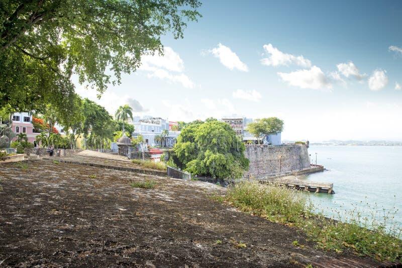 Costa de San Juan, Puerto Rico en Paseo de la Princesa imagenes de archivo